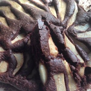 Torta vegana e senza glutine al cioccolato, pere e mandorle